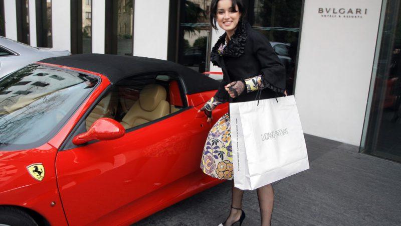 Тина Канделаки покидает гостиницу Bulgari 26-ого февраля 2007 года в Милане, Италия. Giuseppe Cacace/ Getty Images | Epoch Times Россия