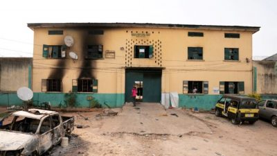 В Нигерии правоохранительные органы вернули в тюрьму 114 человек после массового побега