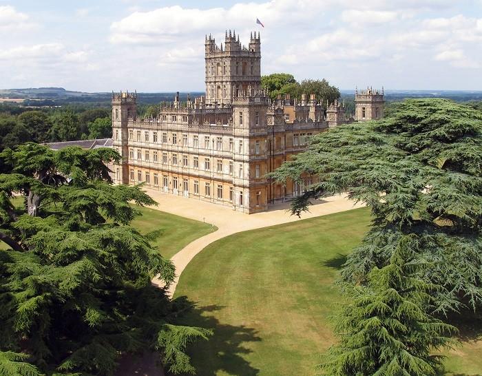 Замок Хайклер находится в 37 км к северу от Уинчестера. (Highclere Castle)