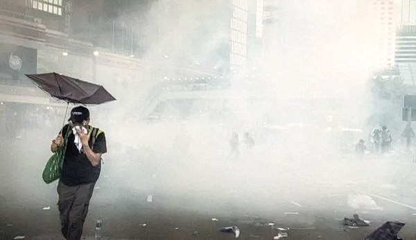 В Гонконге компания Apple запрещает использовать фразы, связанные с «революцией зонтиков» 2014 года и двойным всеобщим избирательным правом. (Изображение: Studio Incendo через Flickr)