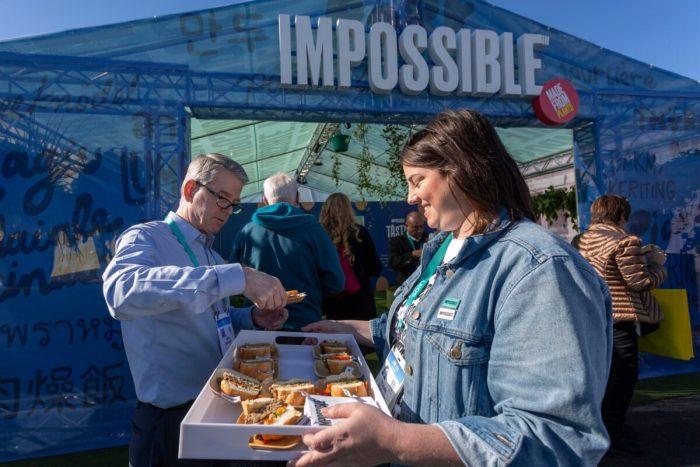 Impossible Foods запускает в ресторанах США «курицу» без мяса
