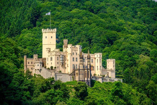 Замок Штольценфельс в долине Рейна Рейнское ущелье недалеко от Кобленца, Германия. (Haveseen via Dreamstime)