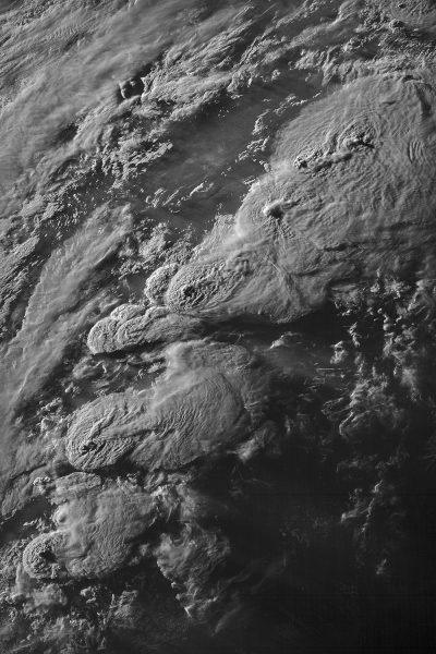 Череда штормов над южными и центральными Великими равнинами 27 мая 2021 года. (Kelton Halbert via NOAA / NASA)