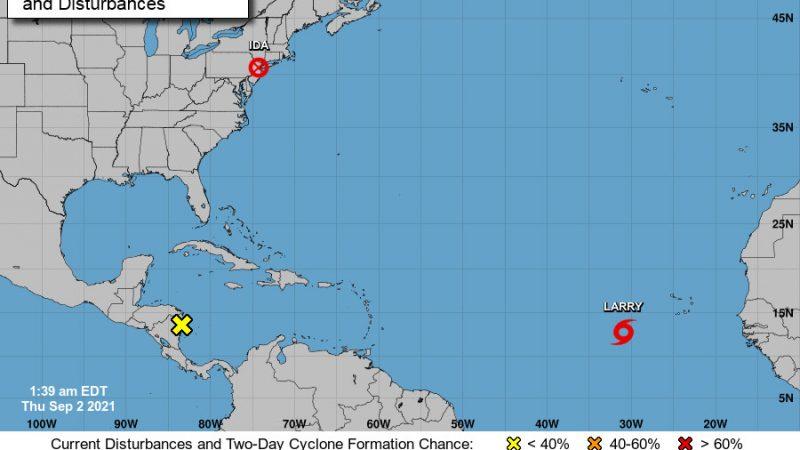 Карта, показывающая тропические циклоны и возмущения в Атлантическом океане 2 сентября 2021 г. (NHC)  | Epoch Times Россия