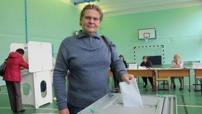 Песков не увидел признаков принуждения в длинных очередях на избирательных участках