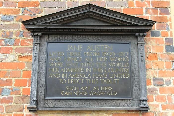 Мемориальная доска в доме-музее Джейн Остин.(Wibke Carter)