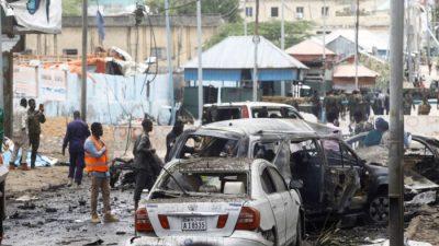 Самоубийца-смертник взорвал автоколонну в столице Сомали, убив не менее 8 человек