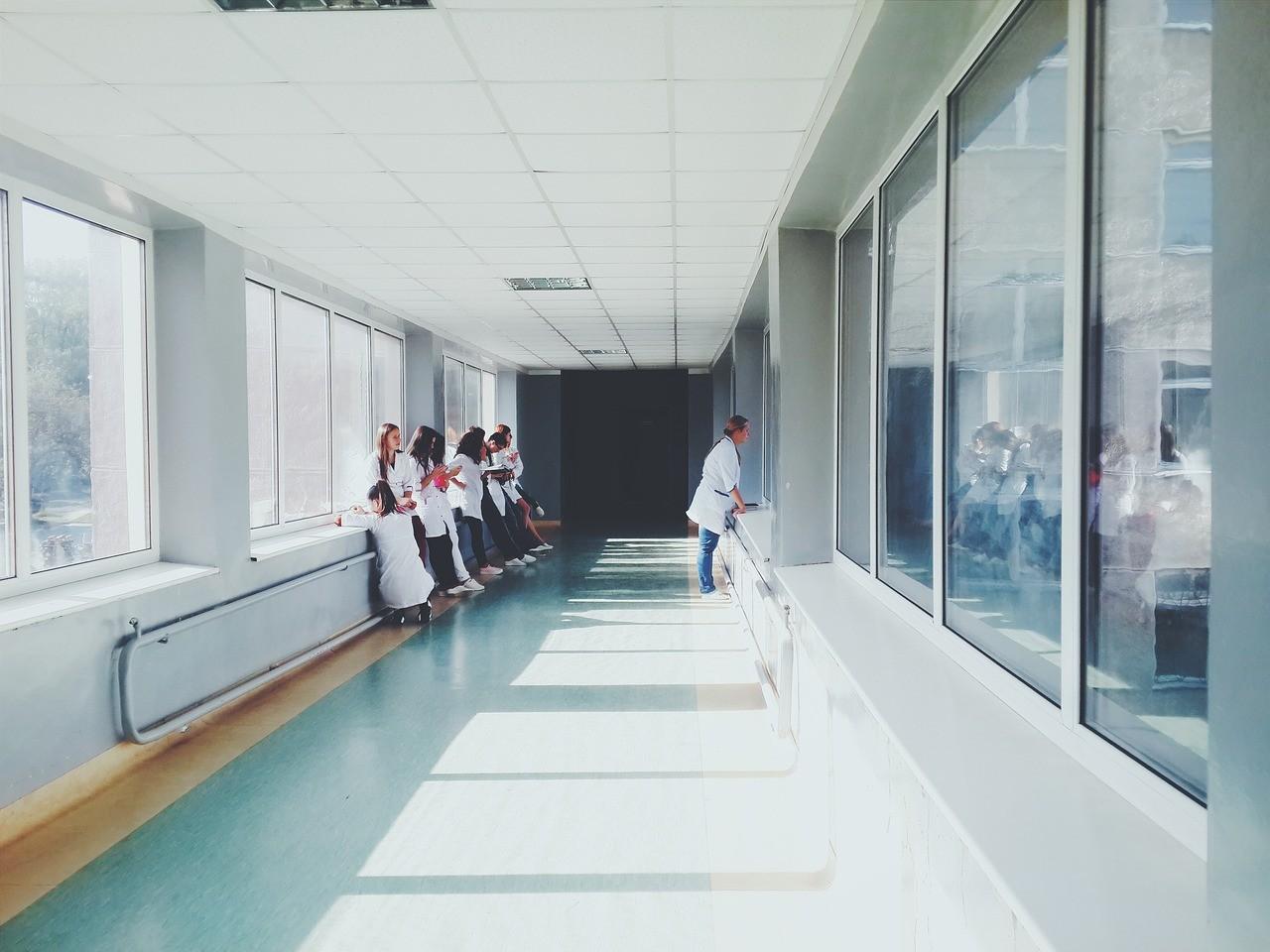 В больнице Урюпинска от работы отстранили 6 врачей и 3 медсестры за отказ прививаться