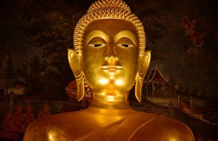 Янь Тун убедил людей пожертвовать деньги на отливку статуи Будды, сказав, что отдавать больше денег — значит накапливать больше добродетели. (Изображение: Tosoongnern via Dreamstime) | Epoch Times Россия