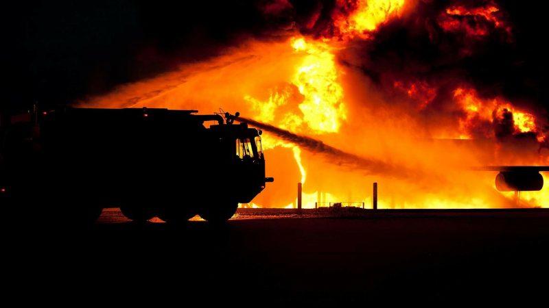 Во время пожара в гостинице Дагестана погибли двое
