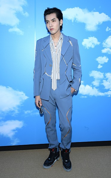 Китайская поп-звезда Крис Ю на показе мод Louis Vuitton Menswear Fall/Winter 2020–2021 в рамках парижского Fashion Week во Франции 16 января 2020 г. (Pascal Le Segretain/Getty Images)