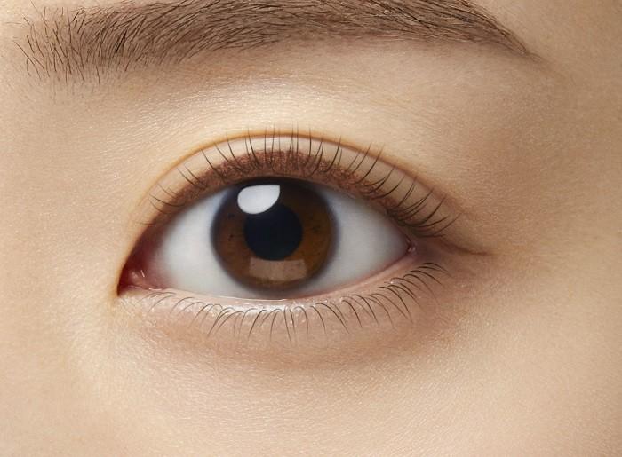 Коричневая подводка для глаз создает нежные и энергичные глаза. (Предоставлено dejavu)