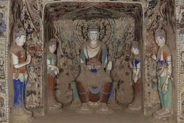 Статуи в пещере 390 времён династии Суй, пещеры Могао в Дуньхуане. (Public Domain)