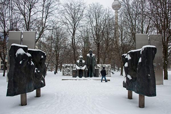 Площадь Маркса-Энгельса в Берлине 9 февраля 2021 года. (Astrid Vellguth/AFP)