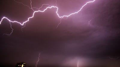 Пять самолётов в небе над Сочи поразили молнии за один день