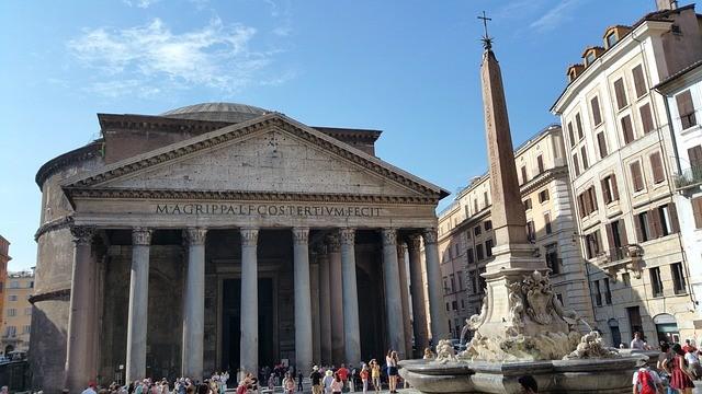 Пантеон, который раньше был римским храмом, теперь является базиликой Святой Марии и мучеников. Фото: Waldo Miguez/Pixabay/Pixabay License