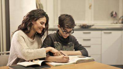 Стоит ли родителям учить уроки с ребёнком?