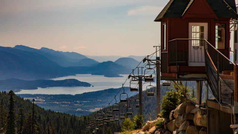 Вид на озеро Панд-Орей с горы Швейцер. (James Sakaguchi/Shutterstock) | Epoch Times Россия