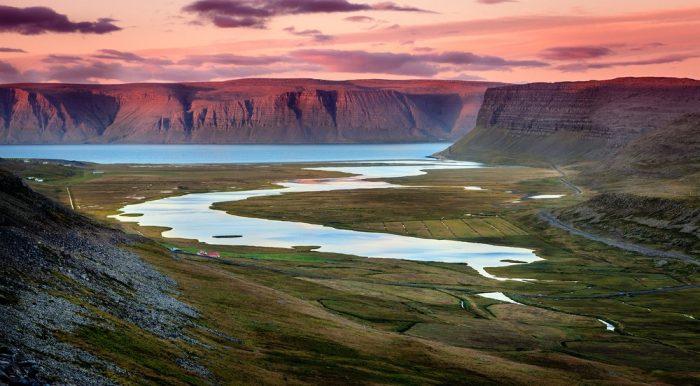 Купание в геотермальных источниках Исландии
