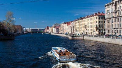 В Санкт-Петербурге прогулочный катер попал в аварию и затонул
