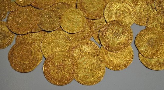 Финестер: сокровище из 239 золотых монет обнаружено в старинной усадьбе