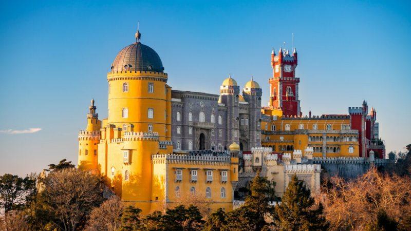 В 1755 году землетрясение разрушило большую часть монастыря на том месте, где сейчас стоит дворец Пена. Монастырь оставался заброшенным, пока Фердинанд II не начал строительство дворца. (Luis Duarte/PSML) | Epoch Times Россия