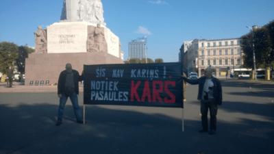Латвийцы митингуют: Это не проблемка! Идёт мировая война