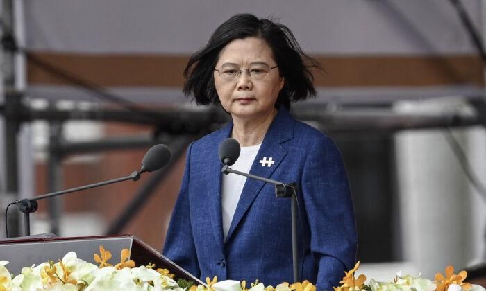 Президент Тайваня Цай Инвэнь выступает во время празднования Национального дня перед Президентским дворцом в Тайбэе, Тайвань, 10 октября 2021 г. Sam Yeh / AFP via Getty Images | Epoch Times Россия