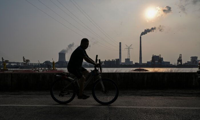 Кризис в Китае угрожает намерению Си Цзиньпина остаться у власти: эксперт