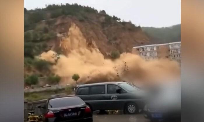 Скриншот видео оползня, сошедшего в деревне Цзинпо округа Пу города Линьфэнь провинции Шаньси 5 октября 2021 г. Shawn Lin/The Epoch Times | Epoch Times Россия