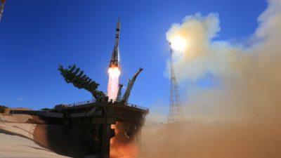 Российские актёры впервые отправились в космос для съёмок фильма