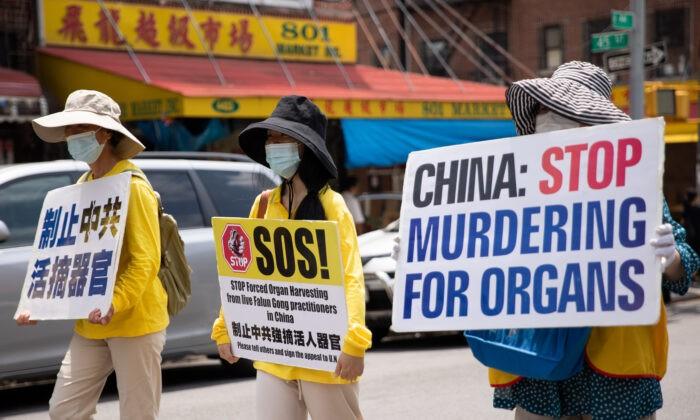 Практикующие Фалуньгун принимают участие в параде, посвящённом 22-й годовщине преследования Фалуньгун в Китае. Бруклин, штат Нью-Йорк, 18 июля 2021 г. Chung I Ho / The Epoch Times | Epoch Times Россия