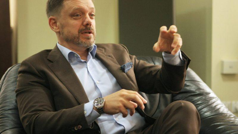 Евгений Мецгер, председатель правления Укрэксимбанка, во время интервью в Киеве, Украина, 19 августа 2021 г. (Yevhen Kotenko/ Reuters) | Epoch Times Россия