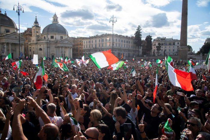 В Италии вспыхнули протесты из-за обязательной вакцинации COVID-19