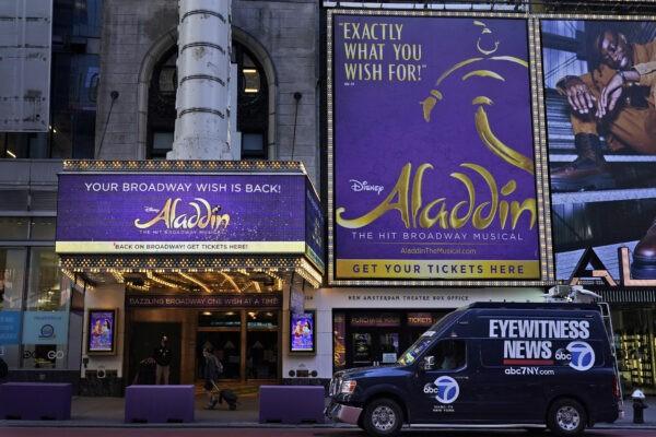 Шатёр Нового Амстердамского театра появился в Нью-Йорке 28 сентября 2021 года. Seth Wenig/AP Photo