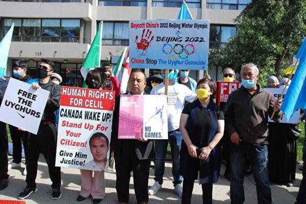 Восемь общественных групп протестуют против тирании коммунистического режима Китая перед китайским консульством в Торонто, Канада. 1 октября 2021 г. Yin Ling/The Epoch Times
