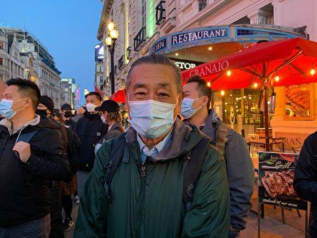 Протестующий Чжоу на площади Пикадилли, Лондон, 1 октября 2021 г. Zhan Na/The Epoch Times
