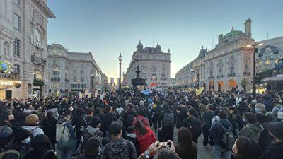 Протестующие по всему миру осуждают компартию в годовщину захвата её власти в Китае