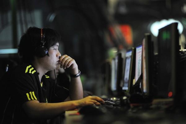 Люди в интернет-кафе в Пекине, 12 мая 2011 г. Gou Yige / AFP / Getty Images   Epoch Times Россия