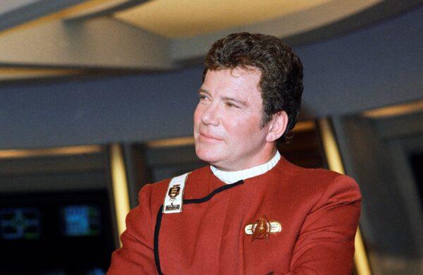 Уильям Шатнер, который играет капитана Джеймса Т. Кирка, фотографируется для фильма «Звёздный путь V: Последний рубеж» на этой фотографии из архива 1988 года. Bob Galbraith/AP Photo