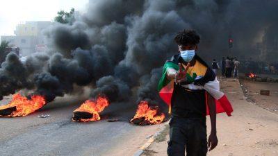 В Судане пострадали 12 человек в результате стрельбы военных по демонстрантам