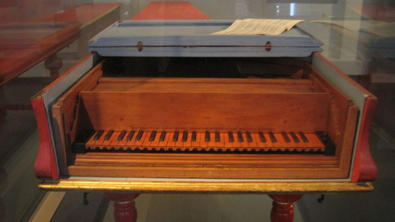 Фортепиано 1726 года работы Бартоломео Кристофори. Музей музыкальных инструментов в Лейпциге, Германия (Изображение: Opus33 / CC BY-SA-4.0) | Epoch Times Россия