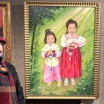 Польская художница пишет портреты детей, преследуемых в Китае