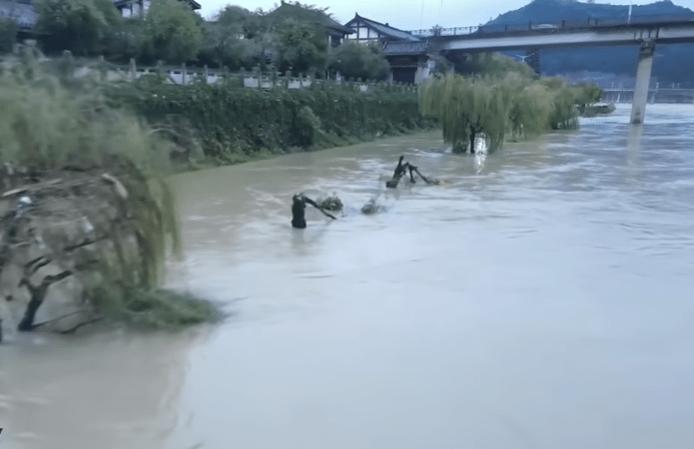 Залитые водой улицы в Китае. Скриншот/youtube   Epoch Times Россия