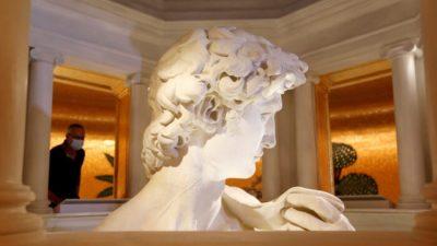 Dubai Expo предлагает крупный план Давида Микеланджело, но только с шеи