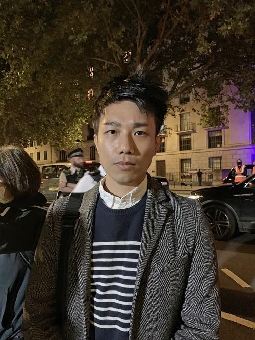 Основатель Hong Kong Liberty Финн Лау в интервью во время «Дня сопротивления КПК» в Лондоне 1 октября 2021 г. (Jenna/The Epoch Times)