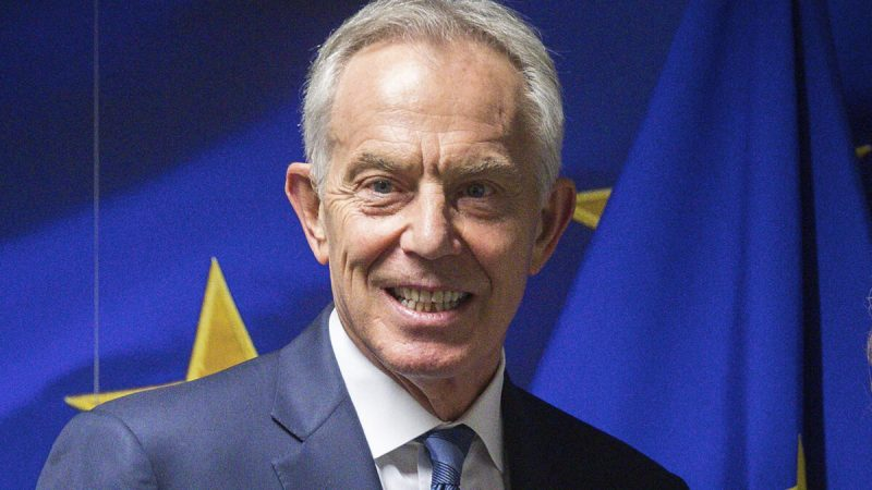 Бывший премьер-министр Великобритании Тони Блэр перед началом встречи в здании ЕС «Шарлемань» в Брюсселе, 6 ноября 2019 года. (Stephanie Lecocq/Pool via AP)   Epoch Times Россия