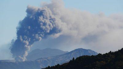 В Японии начал извергаться один из крупнейших вулканов мира