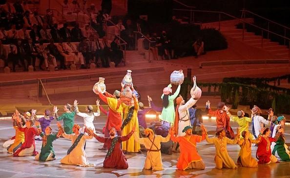 Выступление артистов нацеремонии открытия Expo-2020 вДубае, 30сентября 2021г.Photo deKarim SAHIB/AFP via Getty Images