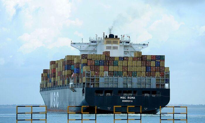 Индийская компания подписала контракт на сумму 0 млн на строительство стратегически важного глубоководного контейнерного терминала в Шри-Ланке для противодействия растущему влиянию Китая в Южной Азии. Об этом сообщает американское издание The Epoch Times.   Epoch Times Россия